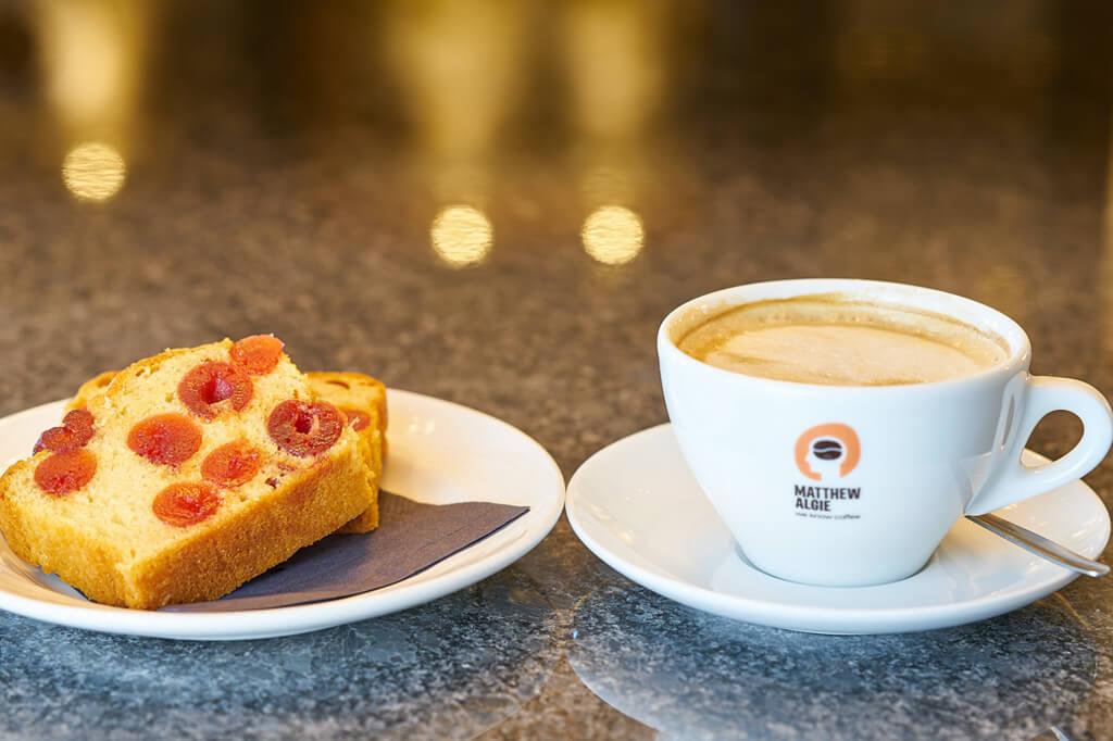 Latte With Fruitcake